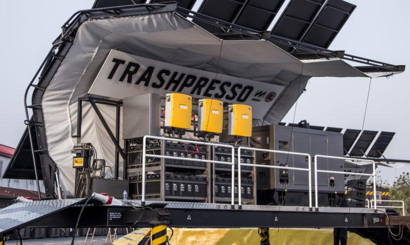 Trasshpresso instalación de reciclaje portátil en funcionamiento.